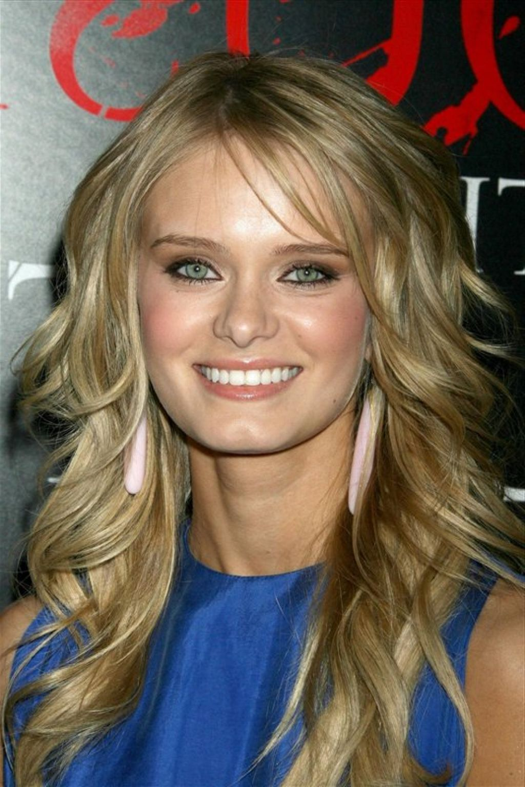 Long layers hair styles - 10long Hair With Many Curled Layers And Subtle Sideswept Bangs
