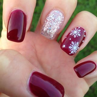30 christmas nail designs for a festive holiday part 2 5elegant christmas nails prinsesfo Choice Image