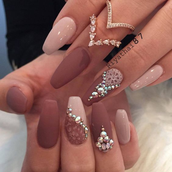 30 beautiful diamond nail art designs diamond nails inspiration the lace press on motives and the contrast between the light and dark mauve nail polishes look really pretty and exquisite with the diamond swirl design prinsesfo Images
