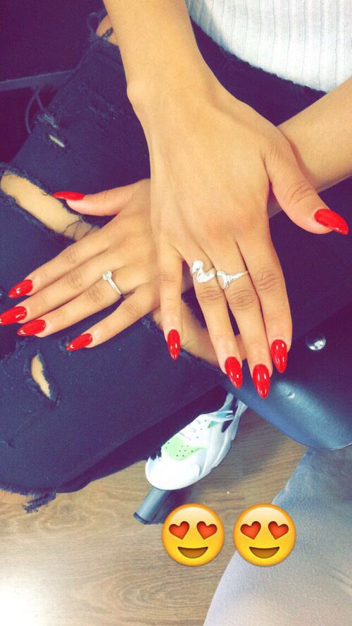 35 absolutely gorgeous almond shaped nails 8classic red prinsesfo Image collections