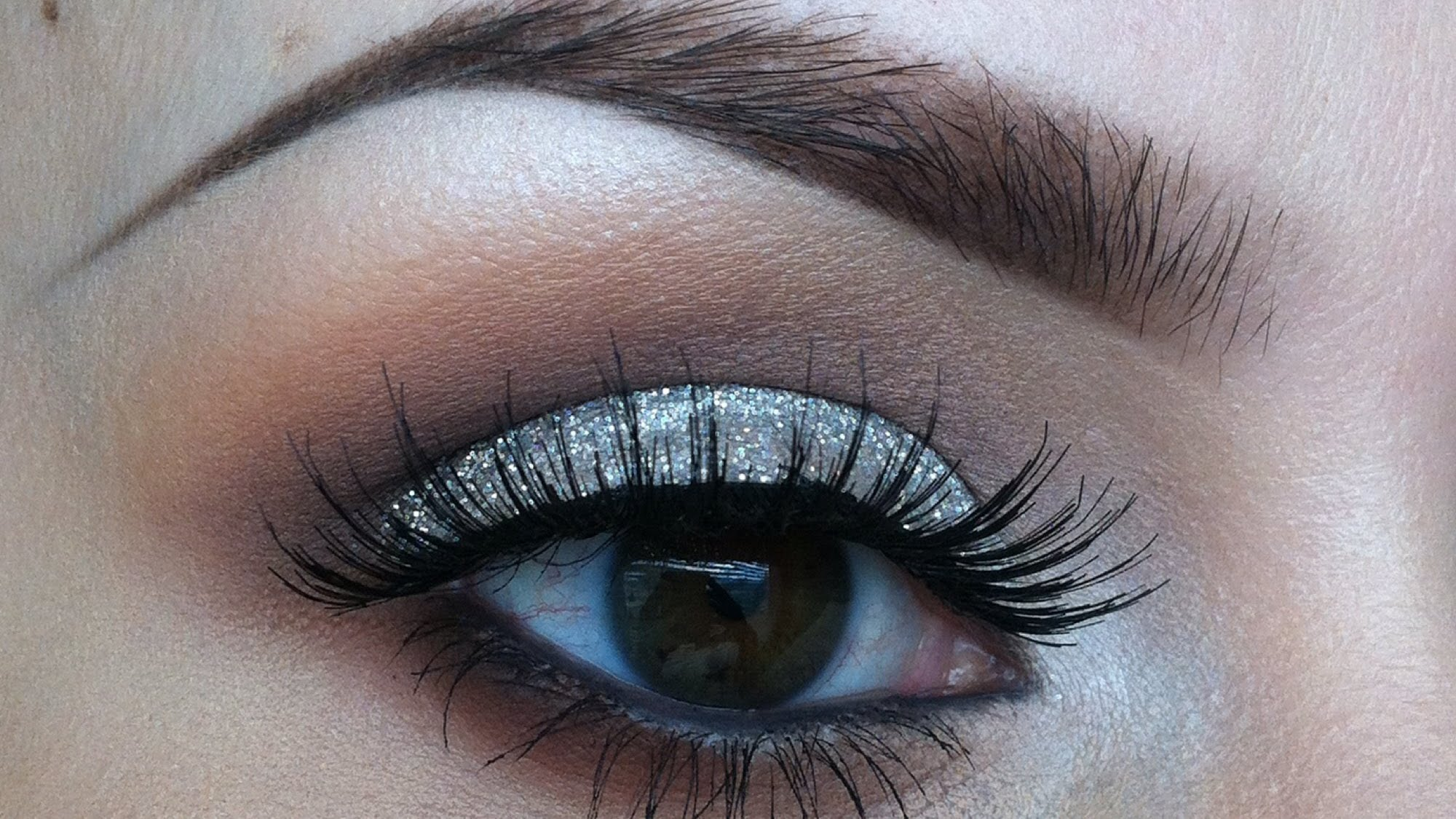 20 Best Glitter Eyeshadows For a Sparkly Look!