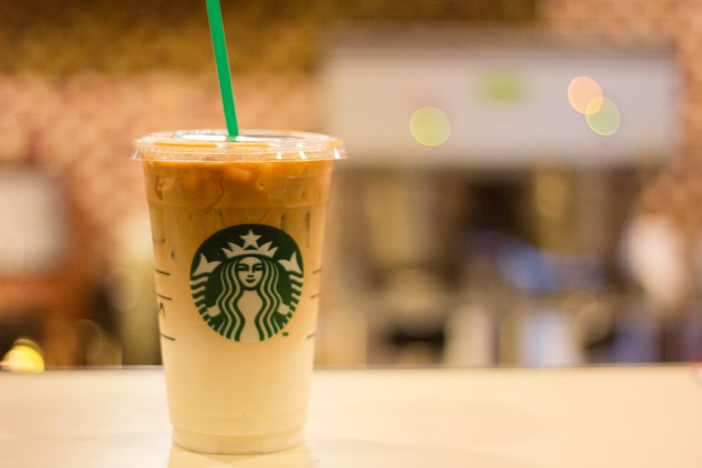To Create The Iced Caramel Macchiato Starbucks Baristas Pour A Creamy Mixture Of Milk And Vanilla Flavoring On Top Delicious Espresso