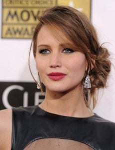 Loose side chignon with side bangs
