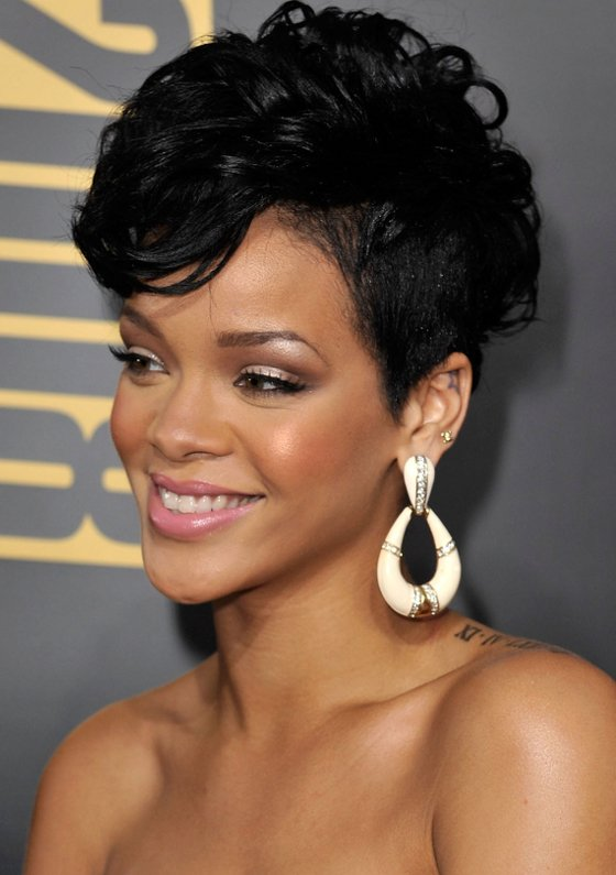 rihanna new hair style most iconic rihanna hairstyles 1623 | december1