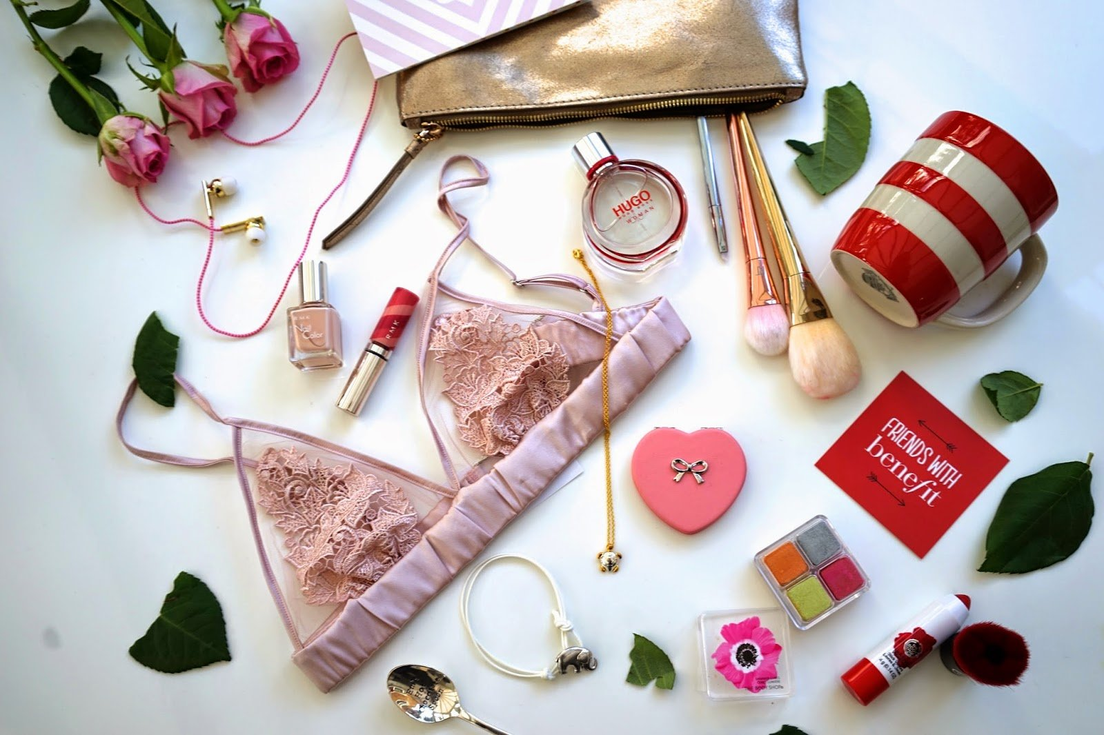 · The Ultimate Valentines Day Ideas (and Gifts!) for It's officially ~that~ time of year. From Valentine's gifts to the sweetest treats and funniest cards we've got you covered and will help get you through the most loving day of the year.