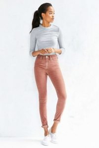 pink jeans outfit