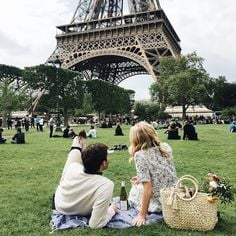 Classic couple photo Paris