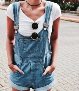 Loose-fitting overalls with a white shirt and sunglasses.