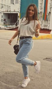 9 - Casual Street Style