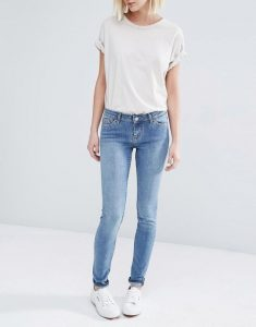 Very low waist jeans
