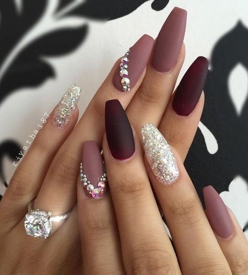 we can hardly imagine a more feminine and pretty nail art design than mauve burgundy and crystals matched into one gorgeous design