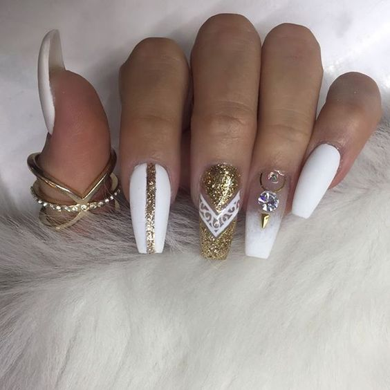 Nails Just Look Better With A Diamond Ring On Your Finger: 30 Beautiful Diamond Nail Art Designs