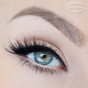 feather makeup for green eyes