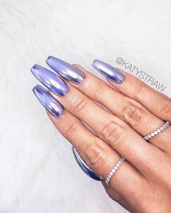 25 Shiny Chrome Nails