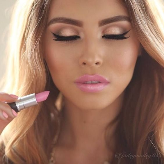 The Classic Barbie Look Will Never Go Out Of Style And Because Cool Toned Pink Lipstick It Is Perfect For A Summer Pool Party