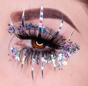 Dramatic Holographic Lashes
