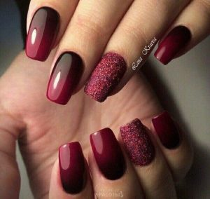 Burgundy Glittered Ring Finger Nail
