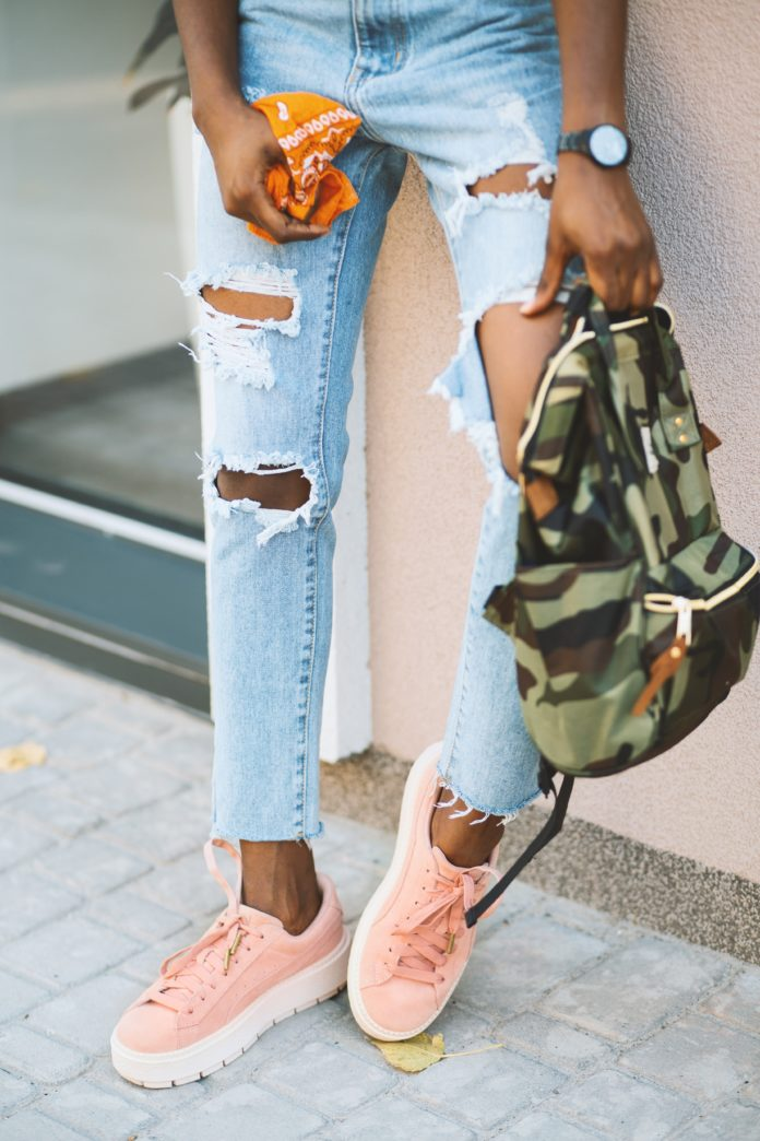 Boyfriend Jeans Outfits Featured Image