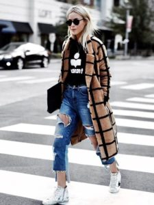 Statement Coat ans Distressed Jeans