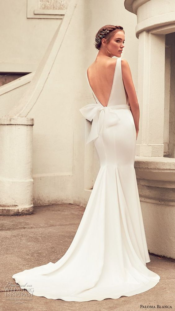 backless bow gown
