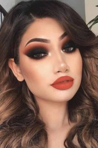 Dramatic Black Eye Make-Up with Red Lip