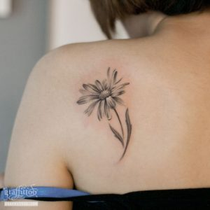 realistic-daisy-flower-tattoo